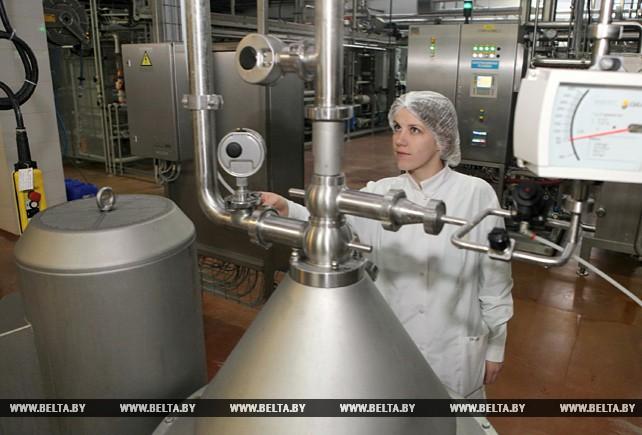 На снимке: инженер-технолог приемно-аппаратного участка цеха сухих молочных продуктов Наталья Региха