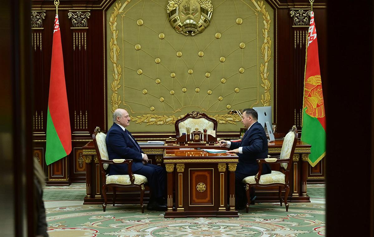 Александр Лукашенко принял с докладом министра природных ресурсов и охраны окружающей среды Андрея Худыка